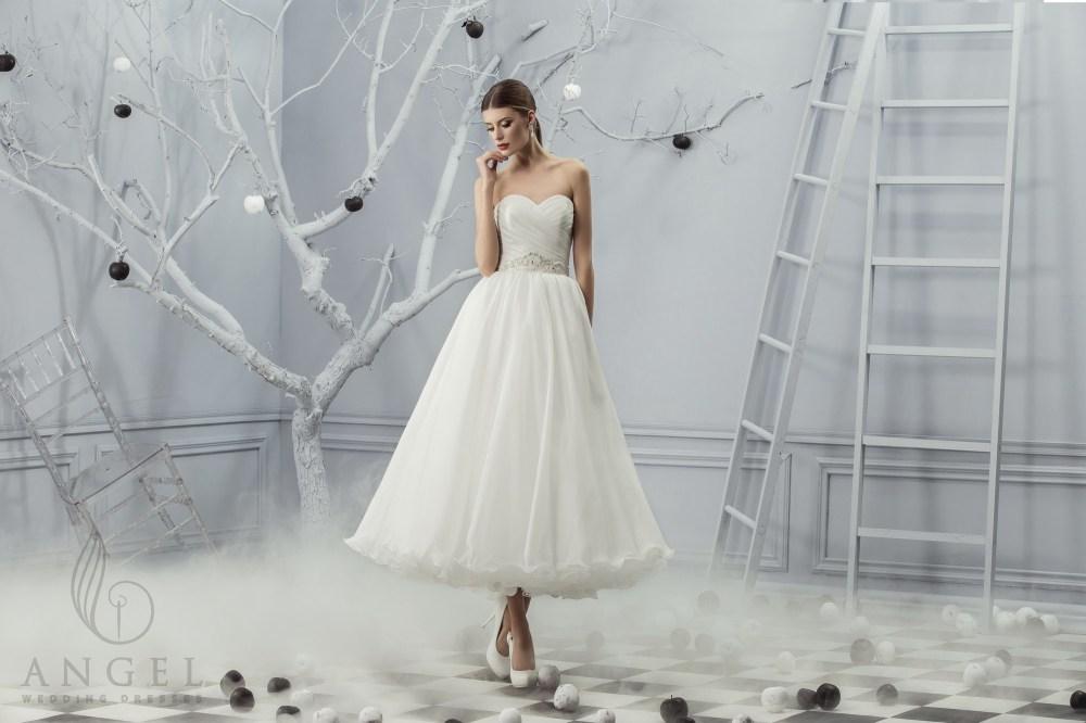 https://angel-novias.com/images/stories/virtuemart/product/Kira.jpg