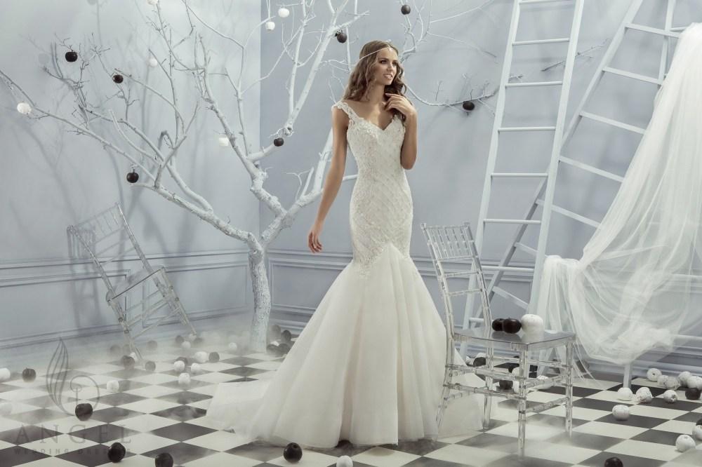 https://angel-novias.com/images/stories/virtuemart/product/Leona.jpg